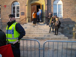 Avpixlats fotograf Roger Sahlström bakom polisens beskydd