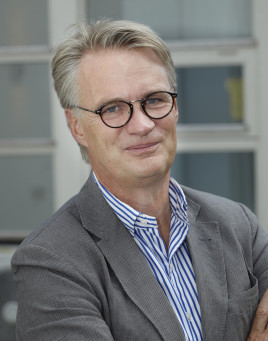 Christer Ljungberg. Ja, han är nyliberal. Ja, han är moderat.