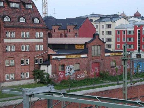 Lennartssons trä, Spolegatan. Rivet 2002.