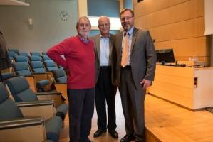 James H. Yeck, till höger, tar över VD-posten från grundaren Colin Carlile, till vänster.